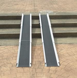 伸縮軌道式斜坡板(窄