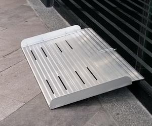 單片式斜坡板